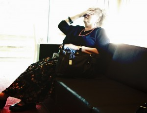 頭痛を訴える老女
