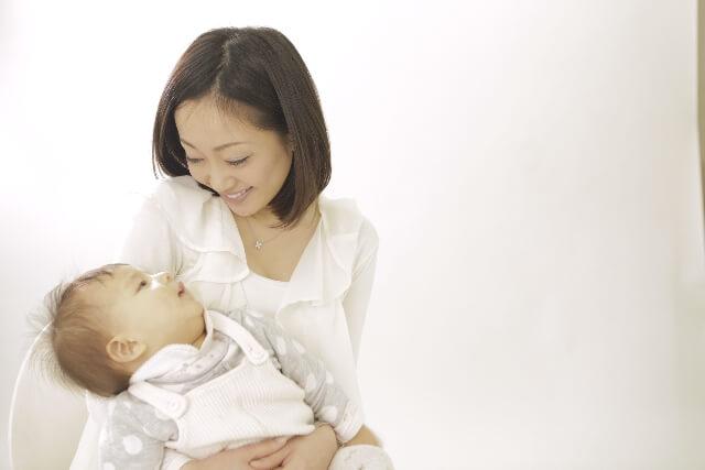 赤ちゃんの高熱が下がらない原因 平熱と病院に行く目安体温と判断基準