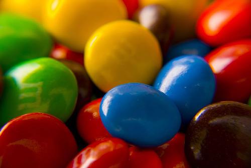 色のついた錠剤