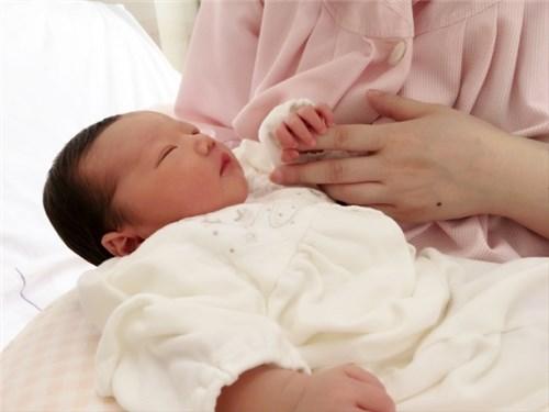 生後二日の乳児