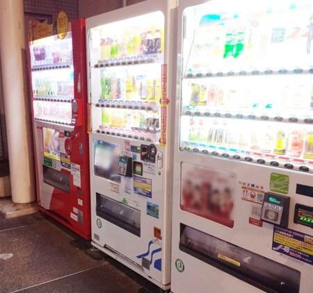 深夜の自動販売機