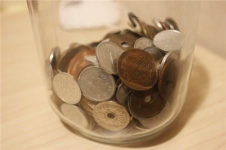 瓶に入った小銭