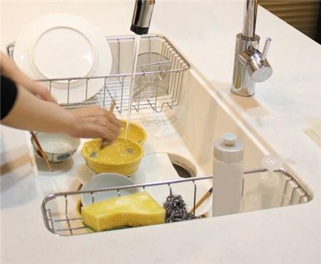 シンクで洗い物