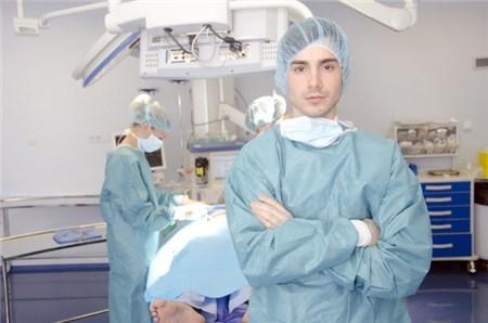 手術室 外国人男性医師