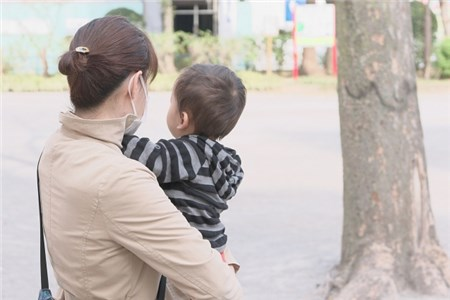 ママと赤ちゃん 公園